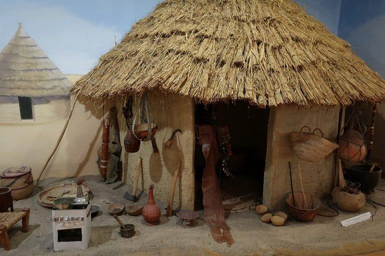 Tajemnice Doliny Nilu - widok szałasu