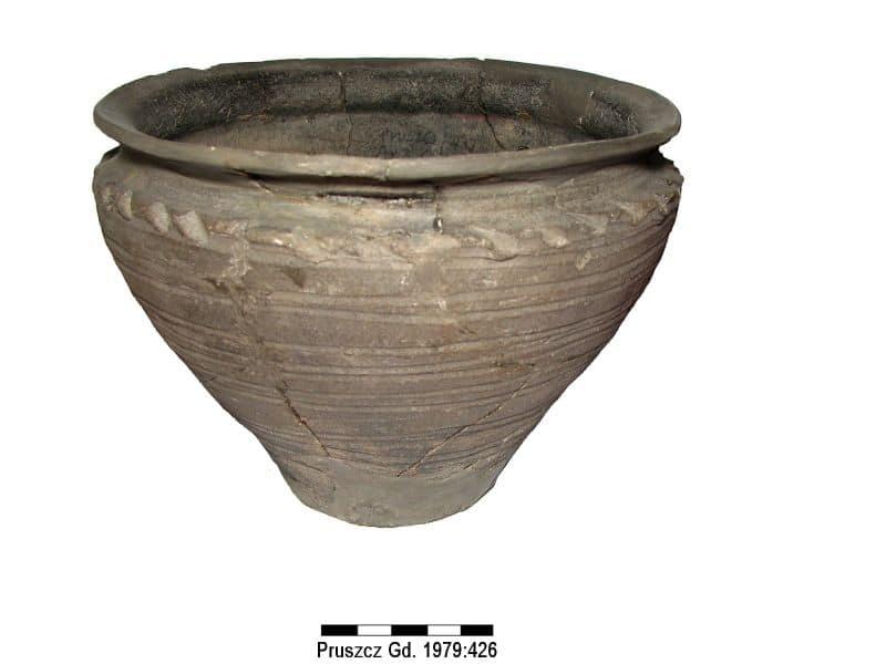 02 naczynie gliniane XII wiek