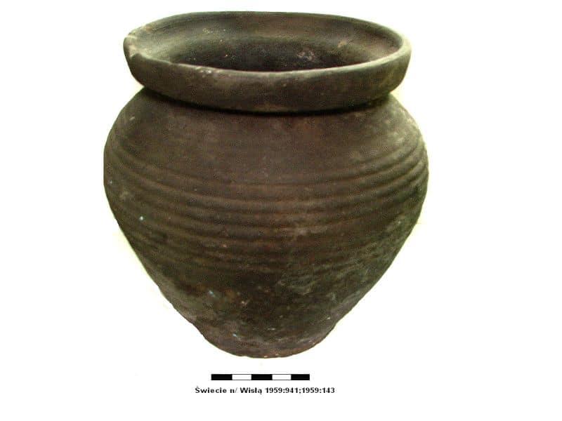 03 naczynie glinanie XIV wiek