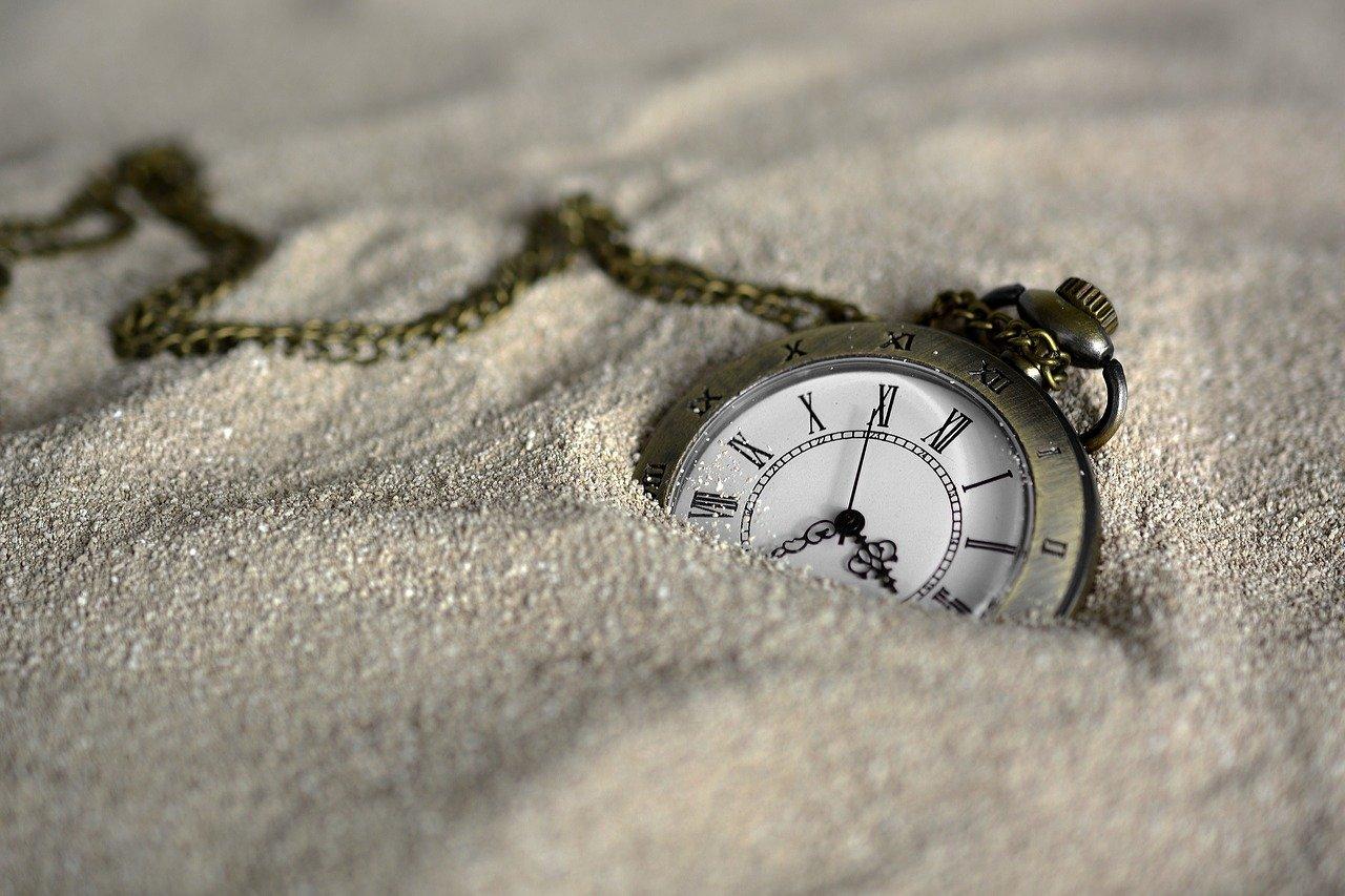 zegarek w piasku
