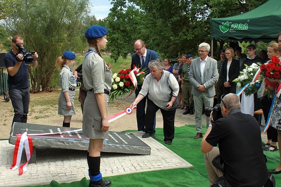 Odsłonięcie pomnika na Cmentarzu Łostowickim