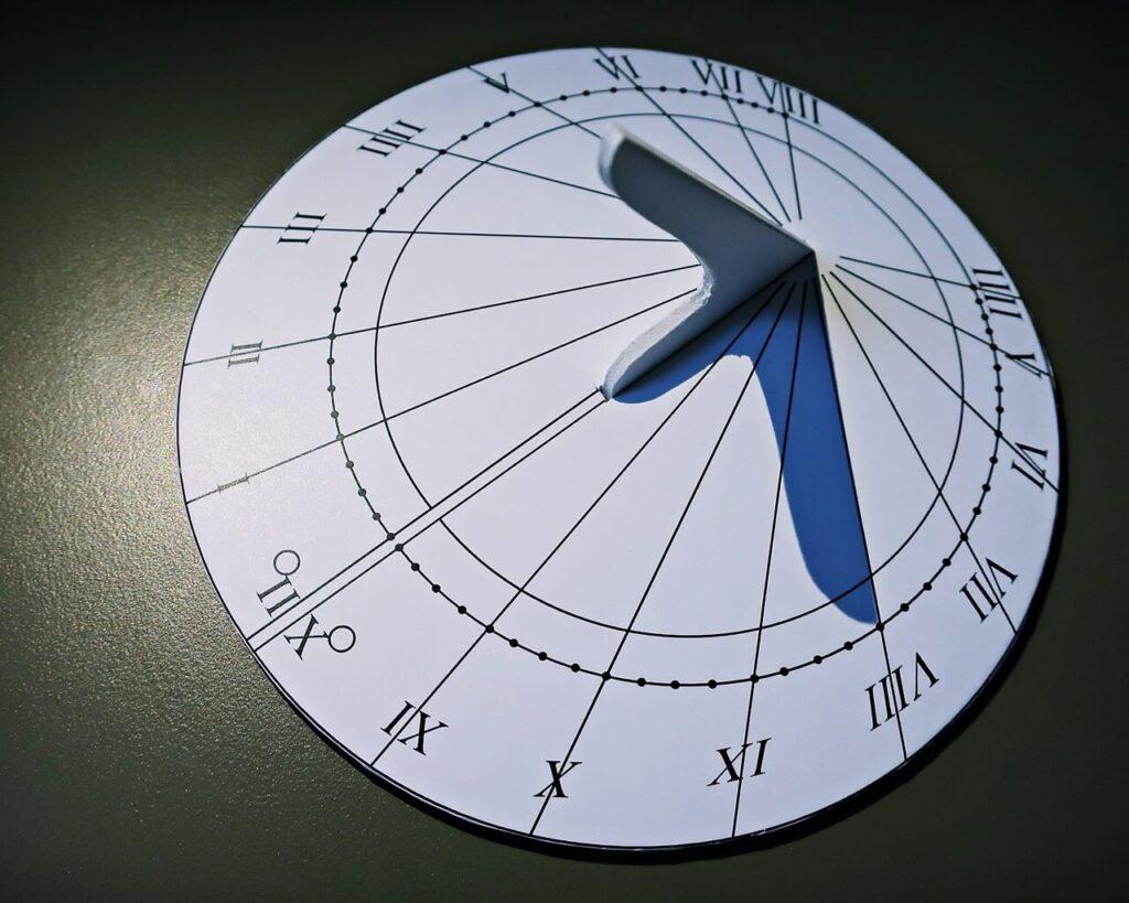 Połowa zegara - Zabytek Miesiąca MAG - plakat